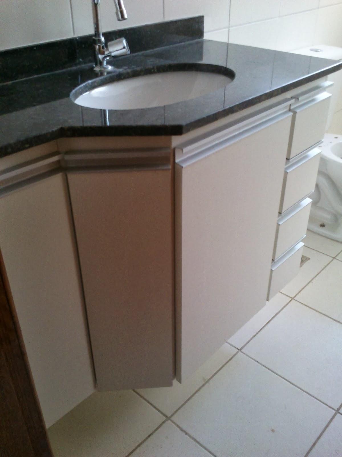 Banheiro (Padrão Branco) Portas em 18mm Puxadores em Perfil de #5F493B 1200x1600 Armario Banheiro De Aluminio