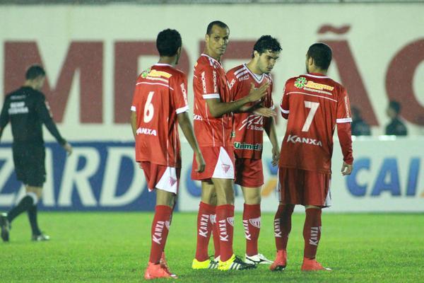 No retorno de Rivaldo aos gramados, Mogi Mirim vence a primeira na Série B