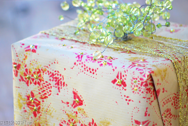 Christmas Craft Ideas With Paper Doilies : Diy holiday wrapping paper from doilies
