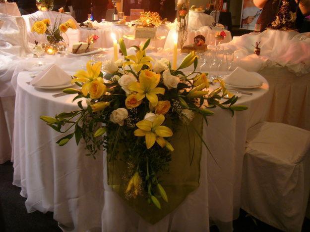 Decoraciones con flores naturales imagui - Decoracion flores artificiales ...