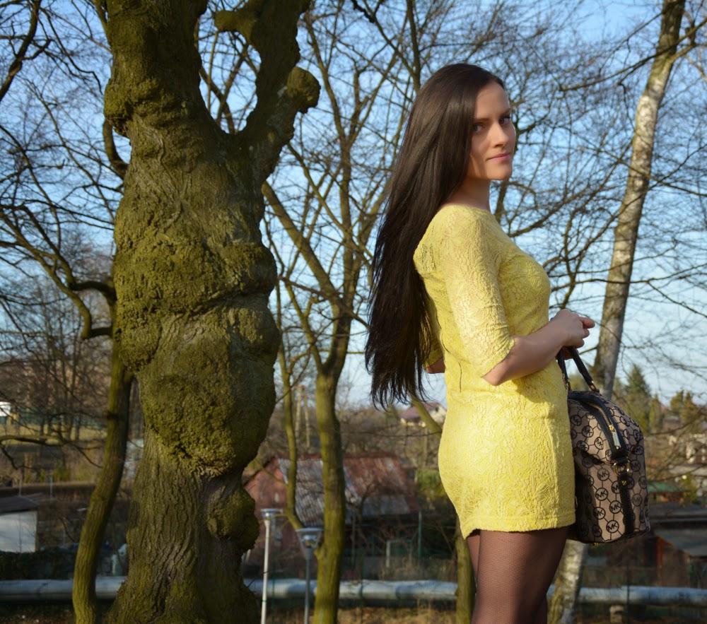 zolta sukienka z zamkiem