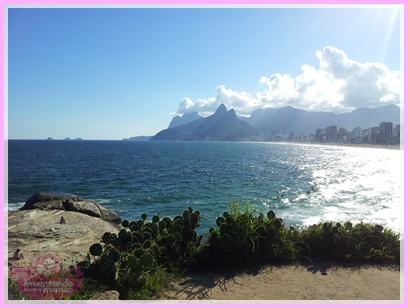 Praia de Ipanema e Morro Dois Irmãos
