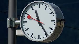relojes mondaine historia