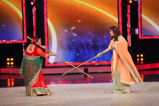 http://2.bp.blogspot.com/-w6GjH-ekPQ8/UxtUacfYRwI/AAAAAAABrt8/cKLqqW_JX_c/s1600/Madhuri+&+Juhi+Chawla+promotes++Gulab+Gang+on+India%27s+Got+Talent+Finale+(10).jpg