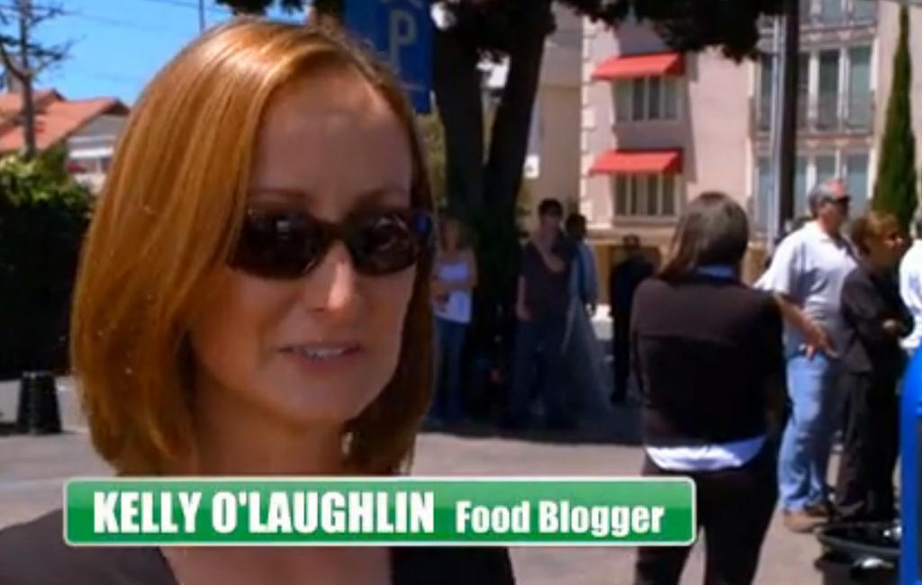 una food blogger comentando sobre eat st.