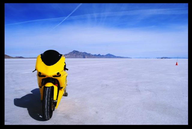 2012-Lightning-Motorcycles-www.hydro-carbons.blogspot.com-Exclusive -street-bike-salt-flats