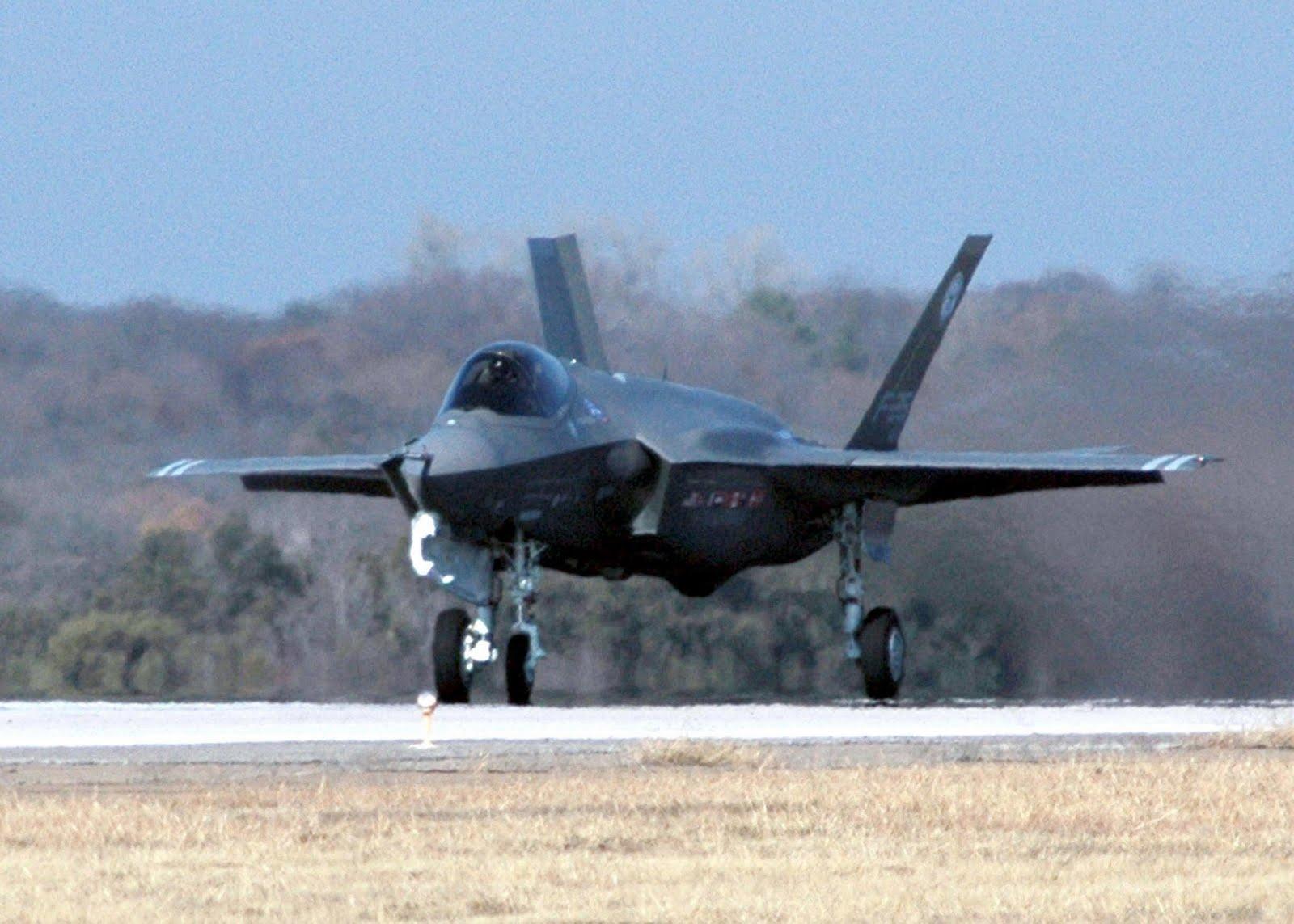 http://2.bp.blogspot.com/-w6PsqKhC0cA/Td1n7f_86nI/AAAAAAAAEm8/39-KctzpNKs/s1600/F-35+Lightning+II+fighter+jet.jpg