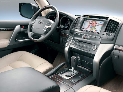 2013_Toyota_Land_Cruiser_V8_Dashboard