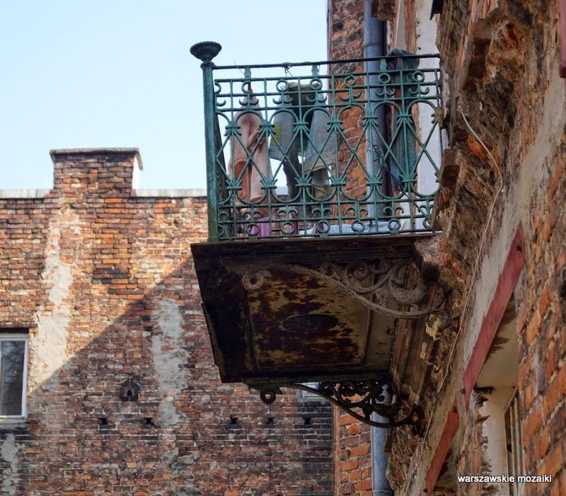 balkon Warszawa Szmulowizna Praga Północ kamienice zabytek ulica