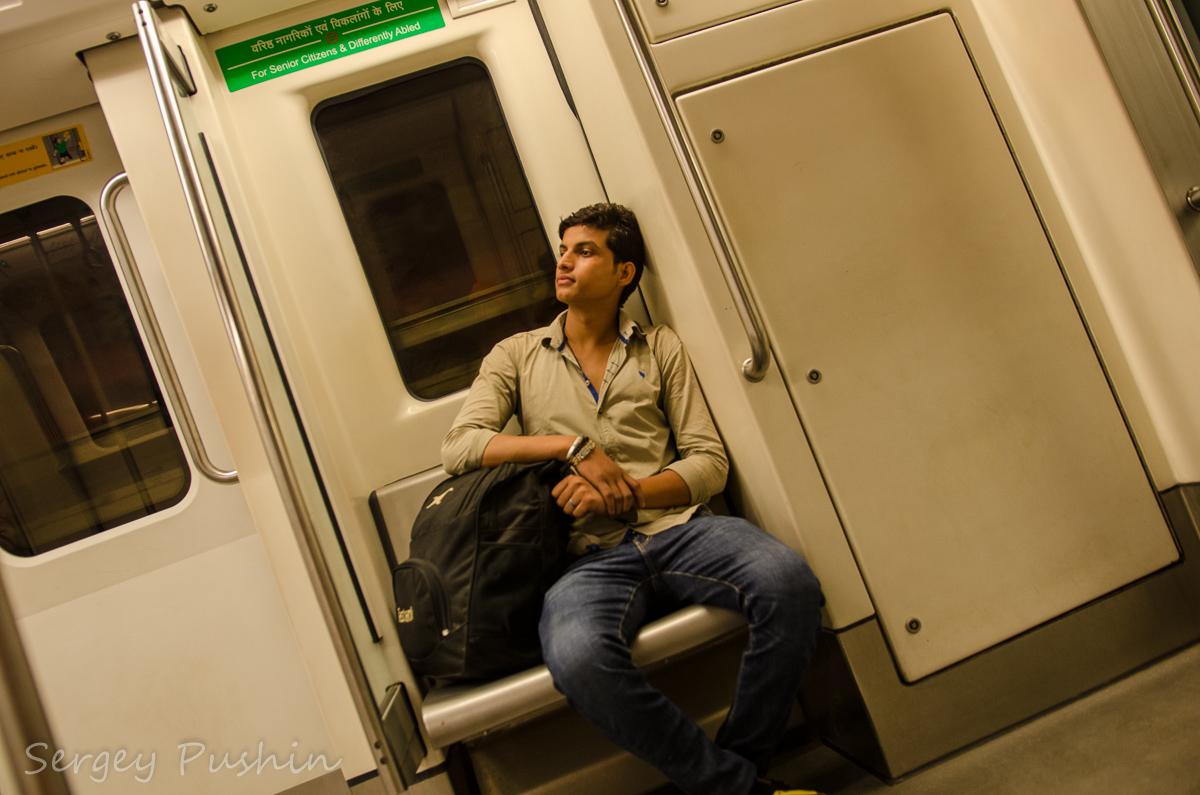 метро пристали в