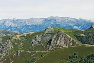 Teverga, ascensión al pico Ferreirúa, vista de la sierra del Aramo