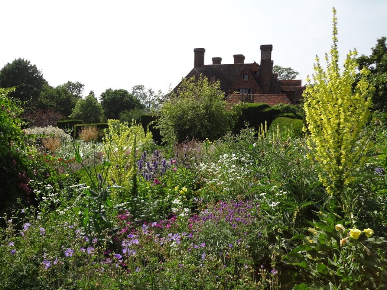 Tuinbezoek aan great dixter for Huis in tuin