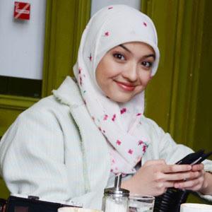 Apalah artinya kalau kau tidak mengcover dirimu dengan hijab untuk perlindunganmu.