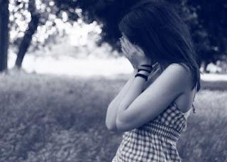 sad-alone-girl-in love-love-shayari-sachhi-romantic shayari.jpg