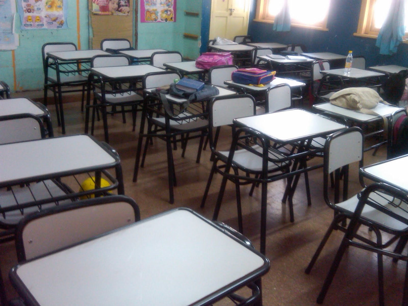 Escuela 175 general san martin estrenando muebles for Muebles colegio
