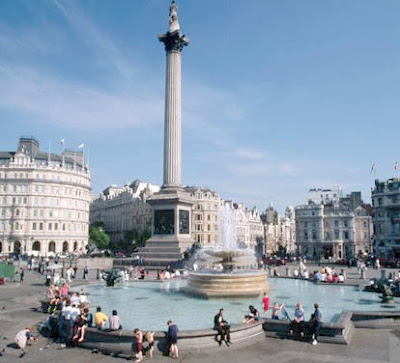 Trafalgar Square, es uno de los puntos vitales de Londres. Frente a ella se ubica la National Gallery, y la iglesia de Saint Martin-in-the-Fields.