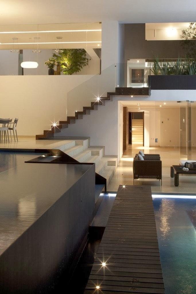 Pools and terraces in Casa del Agua by Almazán Arquitectos Asociados