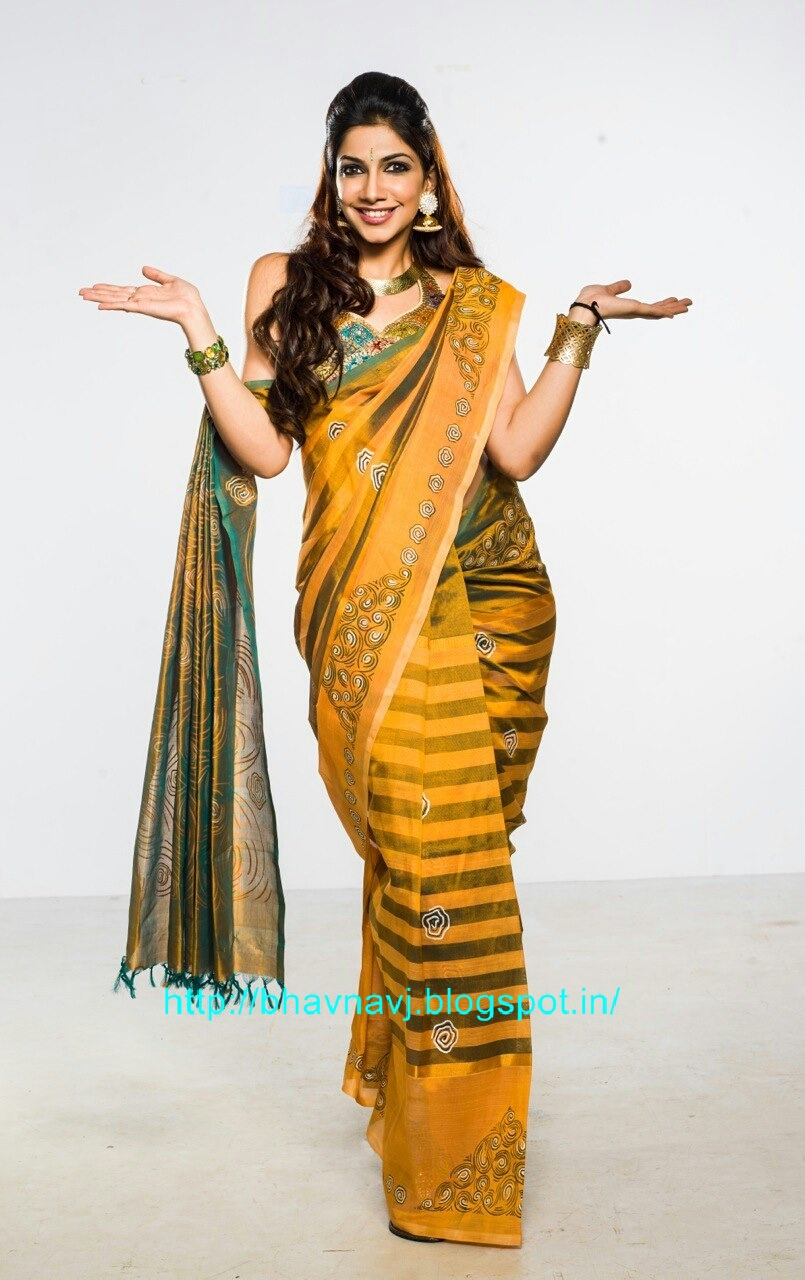 Vijay Tv Anchor Bhavana
