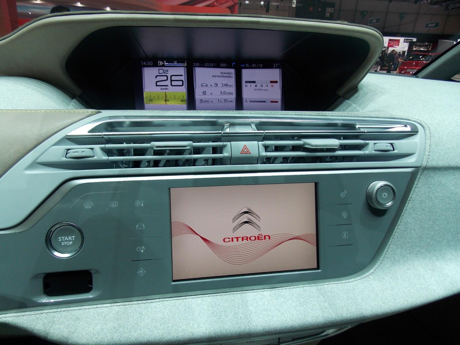 voiture communicante ecran hd et tablette tactile l 39 int rieur du futur c4 picasso. Black Bedroom Furniture Sets. Home Design Ideas