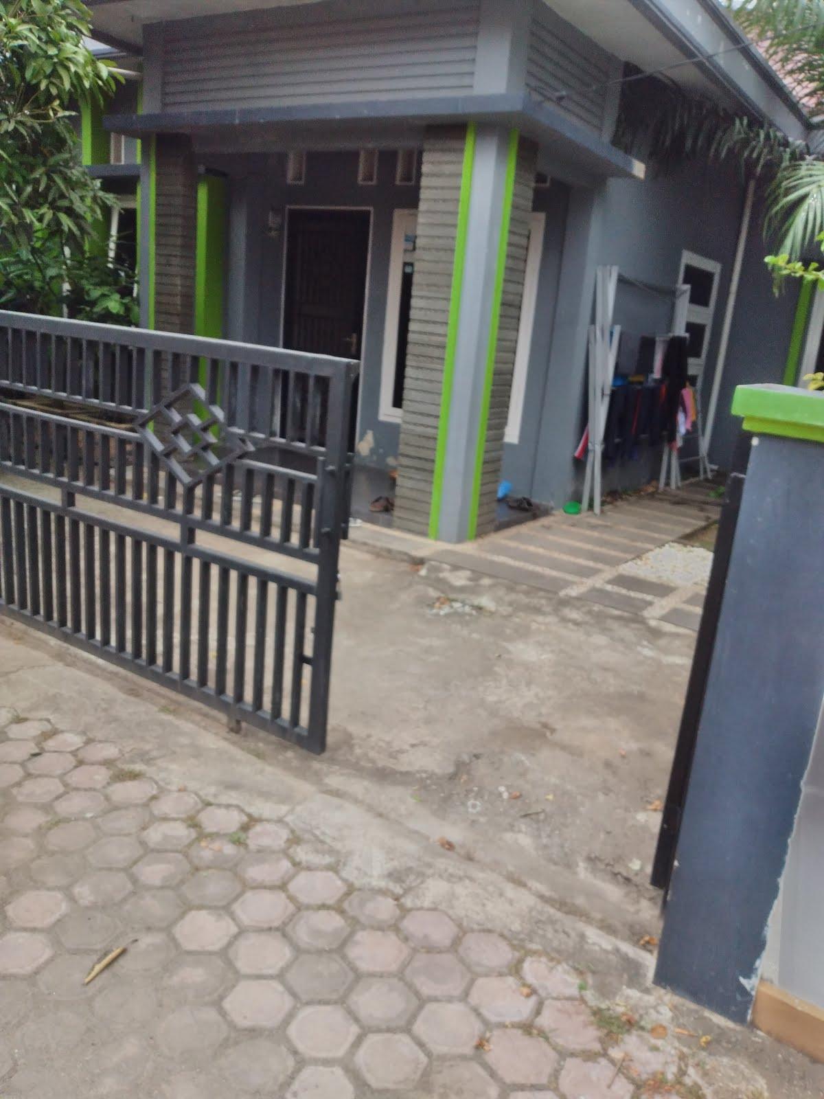 Rumah plus perabotan lengkap dijual Rp.650 juta. Tiga kamar tidur