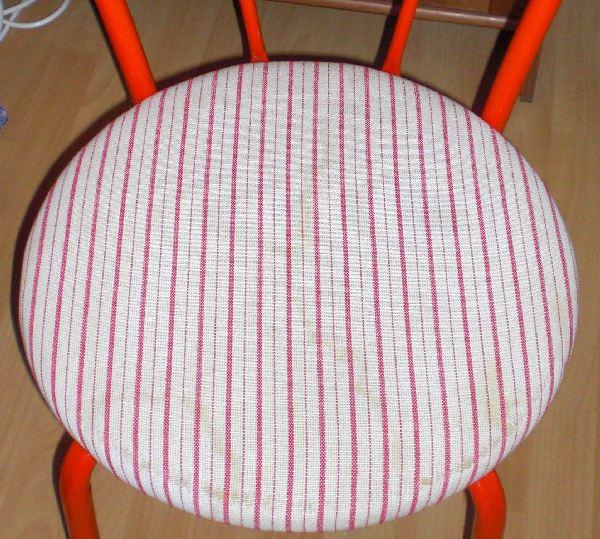 Einundfünfzig Zwo Die Mit Dem Roten Stuhl