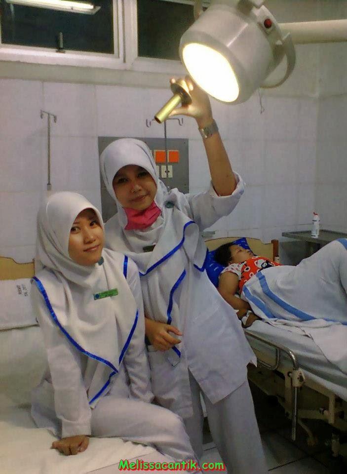 Kumpulan Foto Perawat Cantik Berhijab Terbaru 2014