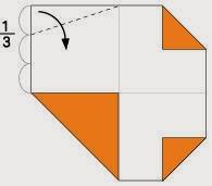 Bước 4: Gấp chéo góc còn lại tờ giấy vòa trong, vị trí mép gấp là đường đứt đoạn hình vẽ.