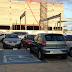 Motorista estaciona em vaga para portadores de necessidades especiais e na passagem de pedestres