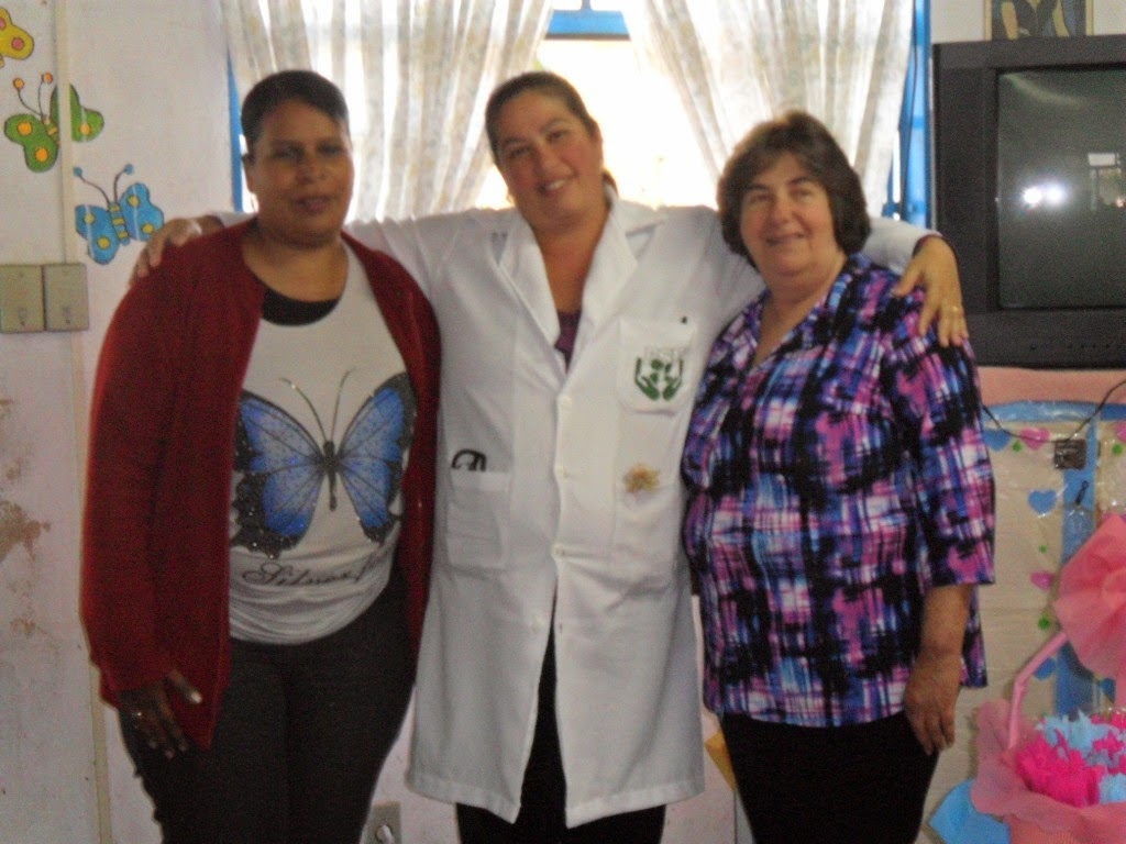 Coordenadora do CRAS, Teresa Alvarez dos Santos, técnica de enfermagem do PSF do Meudon, Lilian Cunha, e a secretária de Desenvolvimento Social, Graça Granito, na terceira edição da Entrega de Enxovais