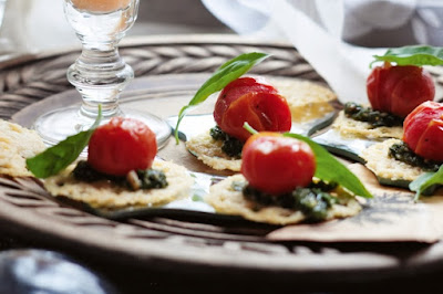 Pesto tomatoes on parmesan crisps Recipe