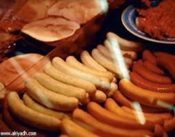 خطورة تناول اللانشون والسوسيس والبرجر