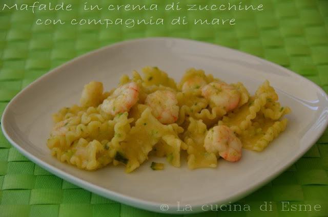 mafalde in crema di zucchine con compagnia di mare
