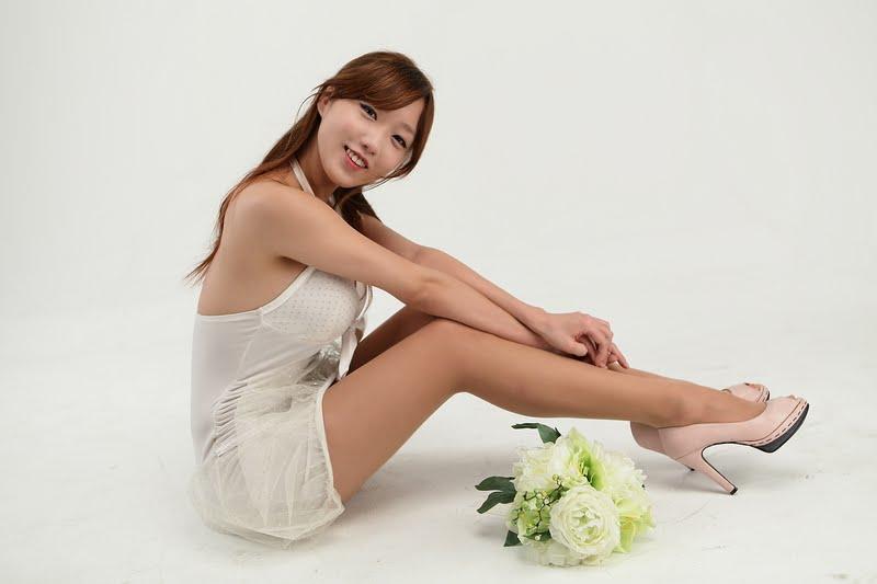 So Yeon - Leggy White Dress