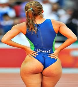 Khloe Kardashian irmã de Kim Kardashian namorada de Kanye Wes se inspira em bumbum de atleta brasil