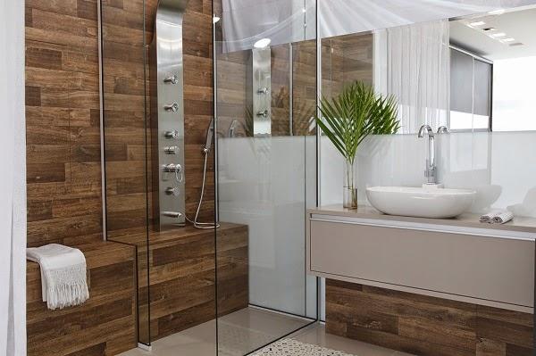 Porcelanato madeira em banheiros e lavabos – veja modelos lindos + dicas!  D -> Banheiro Pequeno Com Porcelanato Amadeirado