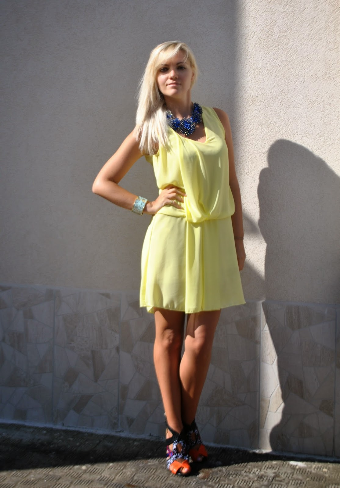 outfit abito giallo sandro ferrone collana blu majique abbinamento giallo e blu come abbinare il giallo outfit estate 2014 outfit estivi outfit agosto 2014 outfit mariafelicia magno fashion blogger di colorblock by felym outfit fashion blogger italiane fashion blogger bionde fblogger lookbook street style moda colorblock by felym mariafelicia magno sandali pimkie milano collana blu come abbinare la collana blu maxi collana how to wear yellow dress how to wear maxi necklace majique necklace