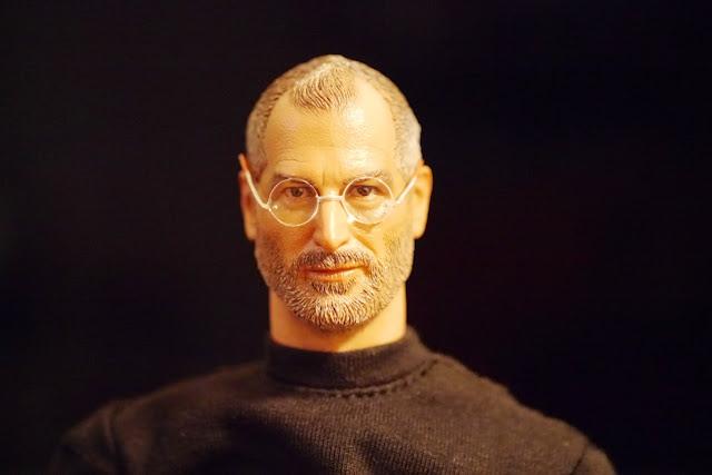 Steve Jobs figure - Legend Toys - tobu iphone