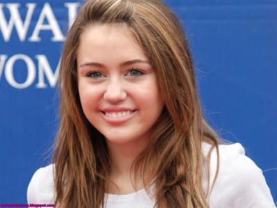 Miley Cyrus pink lips Girl Wallpaper