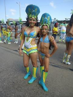 Las jóvenes del INEM Cartagena cautivan con su sencillez y gracia.