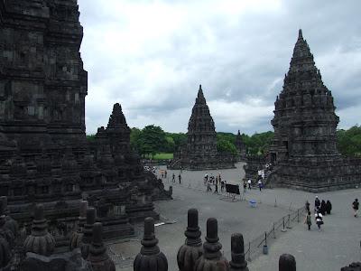 วันที่ 4 เดินทางโดยรถไฟจากเมือง Surabaya ไปเมือง Yogyakarta เที่ยววัด Prambanan ชม Ramayana Ballet