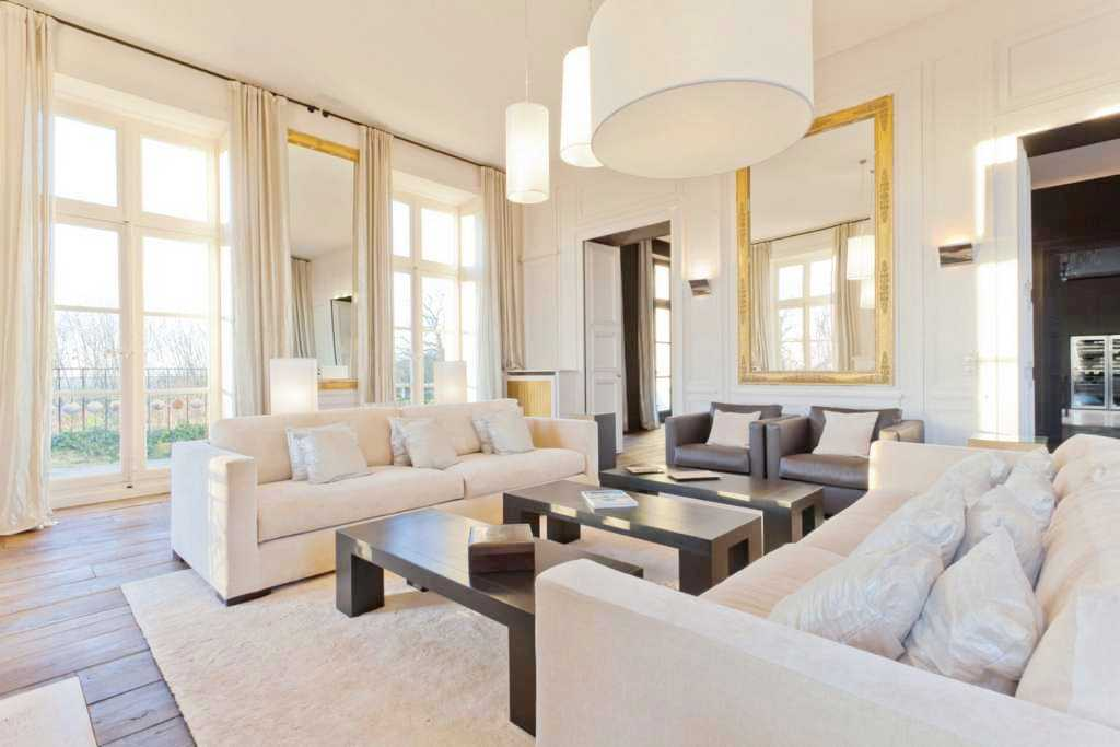 See this house the modern inside of an old world french for Living room in french