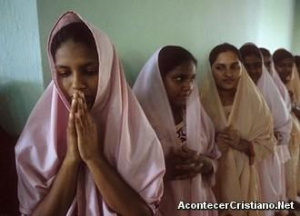 Una ley prohíbe conversiones a otra religión en la India