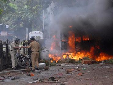 la proxima guerra protestas violentas disturbios en mumbai india coches ardiendo