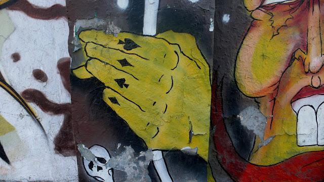 graffiti arte callejero en la calle exposición, santiago de chile