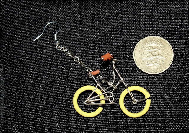 Bike earrings made out of paper clips kuriositas for Things you can make with paper clips