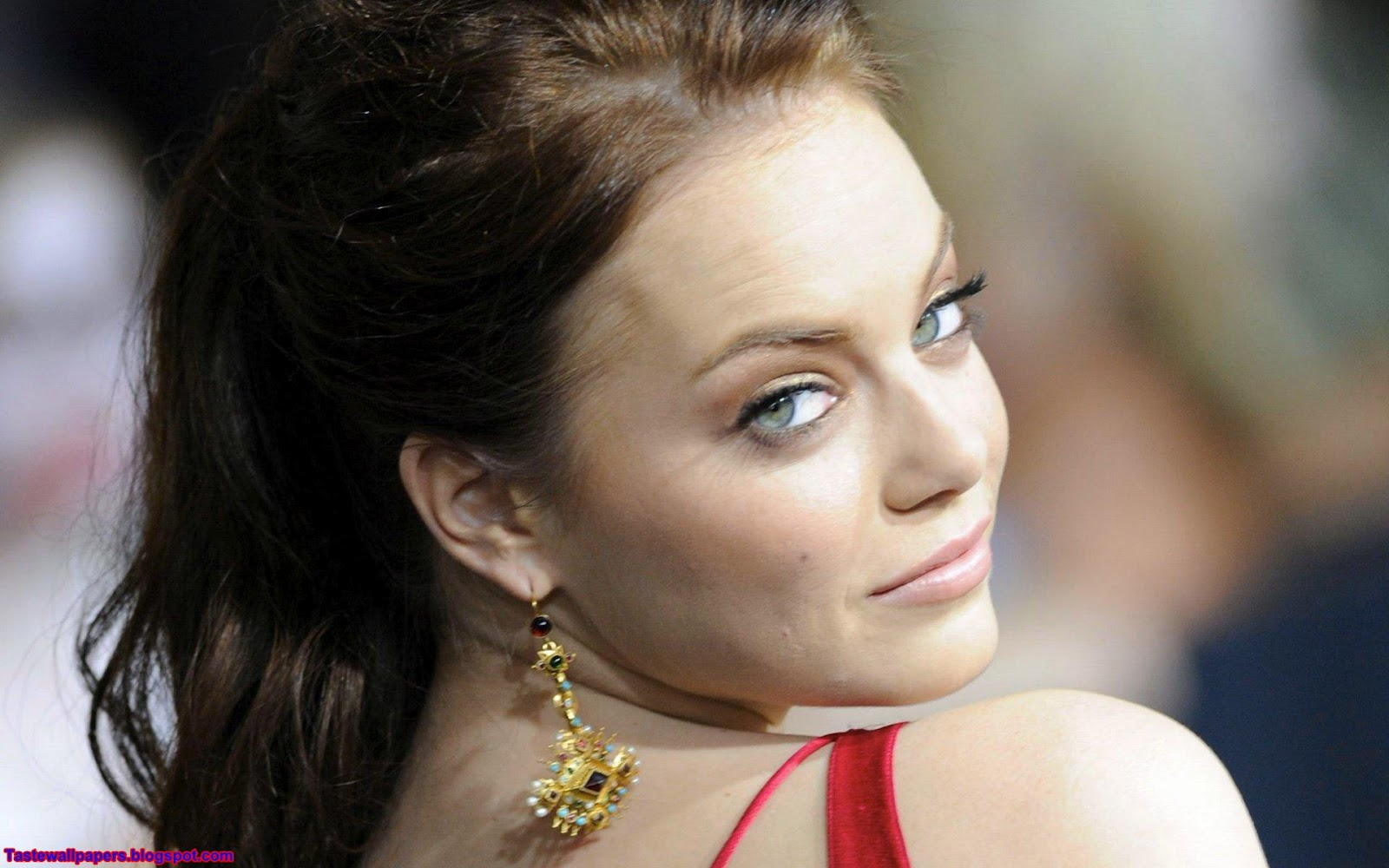 http://2.bp.blogspot.com/-wAyPqUFItoc/T5J1YASWUnI/AAAAAAAAA0s/ZXZpDZoYZ-M/s1600/Emma-Stone-backless_top_HQ-Wallpapers.jpg