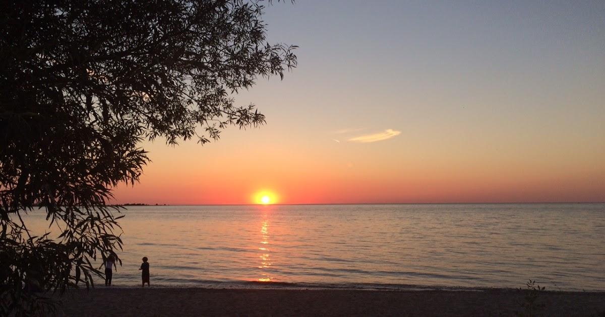 Life LackaDaisiCal: Sittin' on the beach...