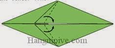 Bước 6: Gấp chéo hai cạnh giấy sang phải.