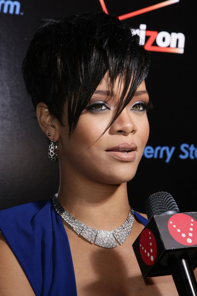 rihanna short hair 2009. RIHANNA SHORT HAIR 2009