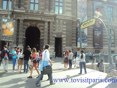 Louvre museum entrance
